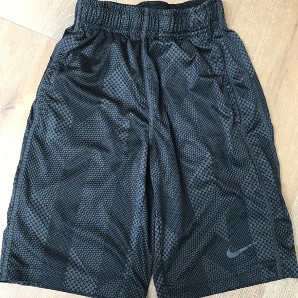 5f381fc13e9b Boys Nike size small Dri-Fit Basketball shorts. M 5ab039a661ca10a9a1aa7c7d